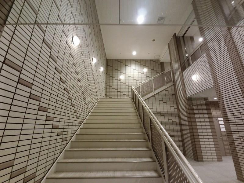 エントランスは、1階と2階にそれぞれあります。