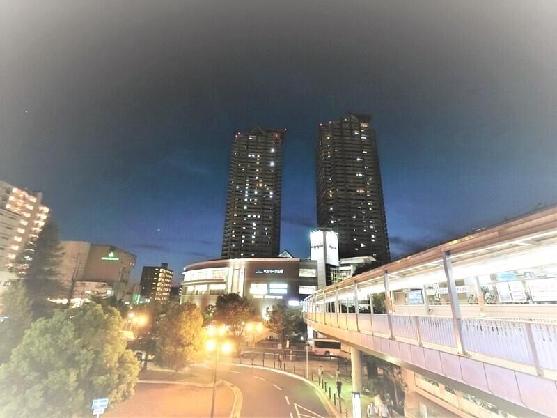駅からの外観夜景