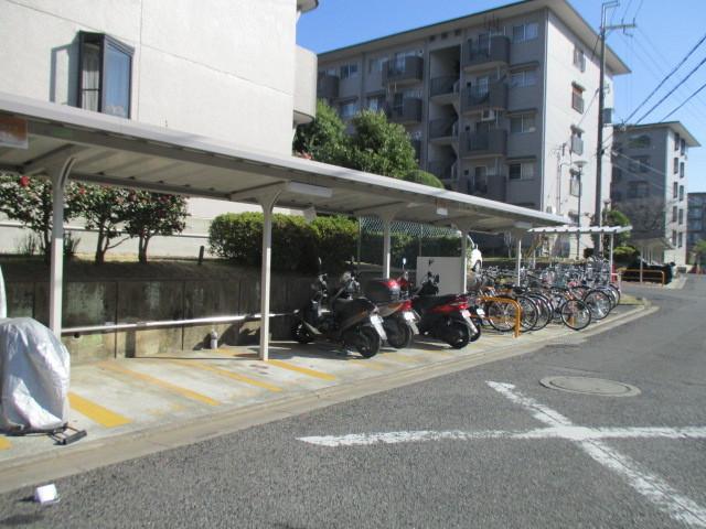自転車バイク置き場もきっちり管理されています。