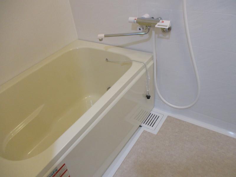 浴室交換ピッカピカです。