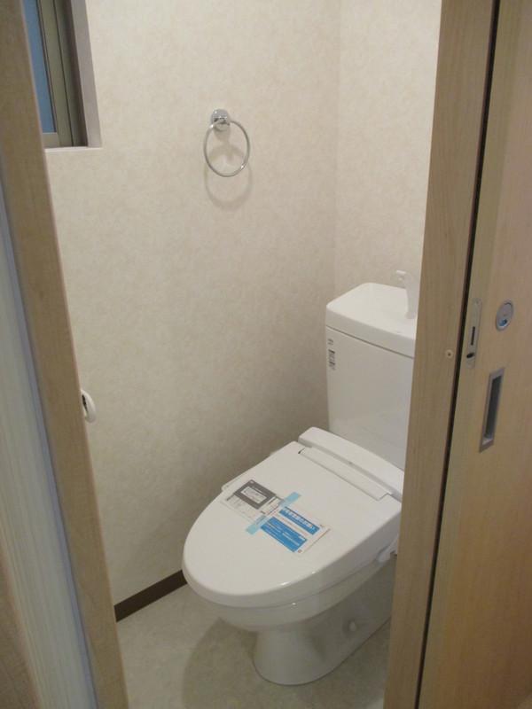 トイレにも窓があって臭いもこもりません