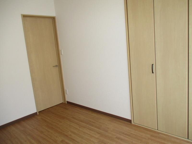 お部屋へは段差がありません。フローリングです。