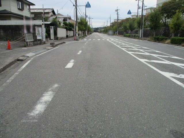 前面道路は幅14.5mとゆったりしています