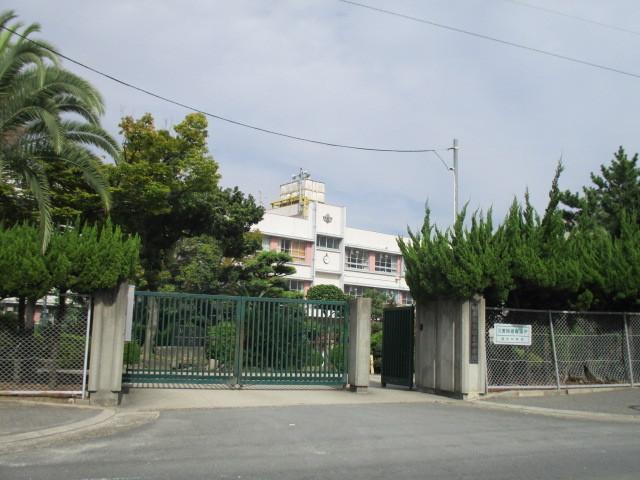 信太中学校まで徒歩11分ほどです