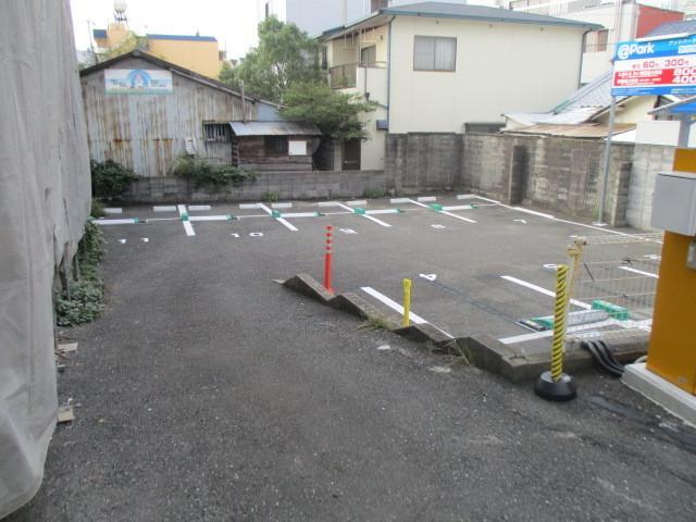 現況は駐車場です