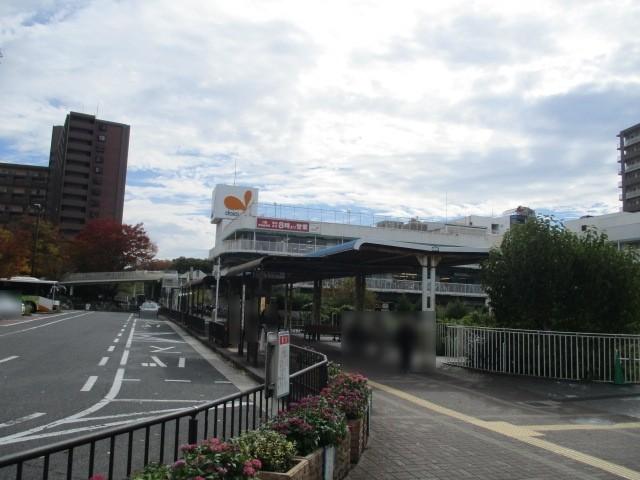 駅のロータリーにはバス・タクシー乗り場がありますよ