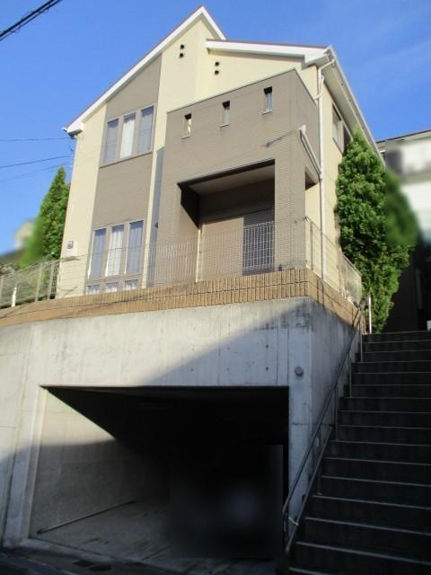 泉北高速鉄道「泉ヶ丘駅」まで徒歩15分ほどです