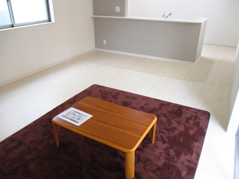 白が基調で家具のレイアウトがしやすい