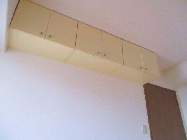 洋室6帖 上部に棚があります