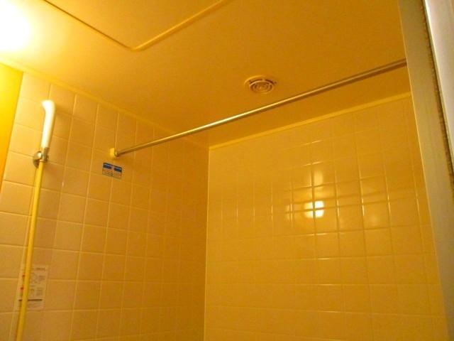 バスルームには洗濯物が干せます