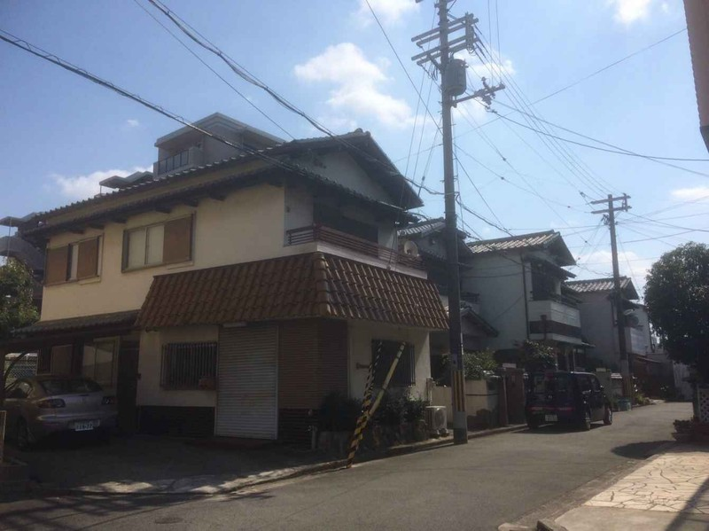 深井駅まで徒歩5分の好立地です。