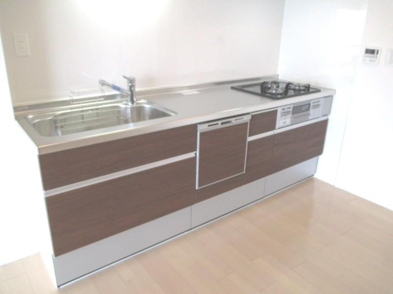 キッチン:食洗機付きシステムキッチンに新調