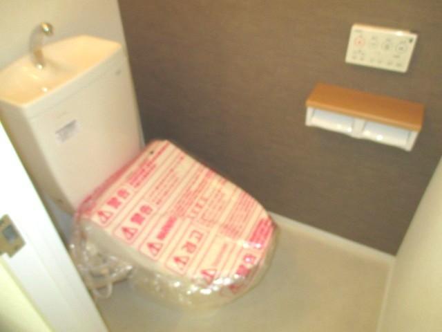 トイレ:洗浄機付きに新調しました