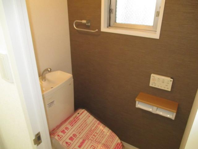 トイレ:窓が付いているので臭いも気になりません