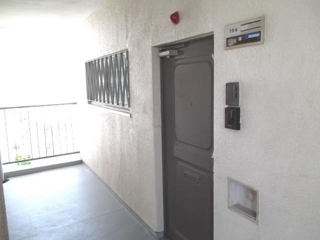 玄関:南東角部屋ですよ!