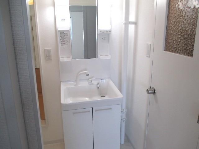 洗面台:ハンドシャワー付き洗面化粧台に新調しました