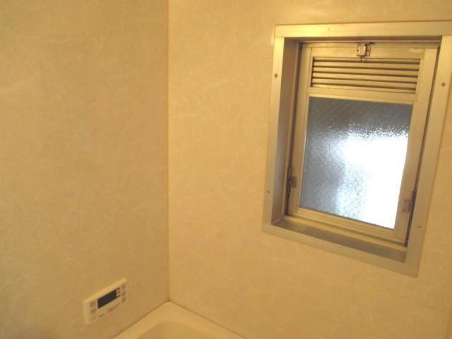 浴室:窓があるので風通しいいです
