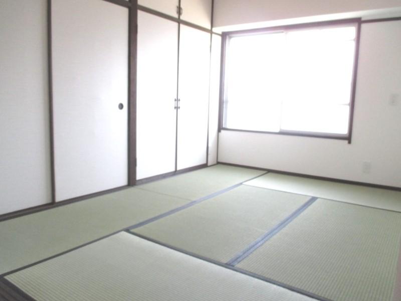 和室:畳は表替・クロス、襖は張替しています。