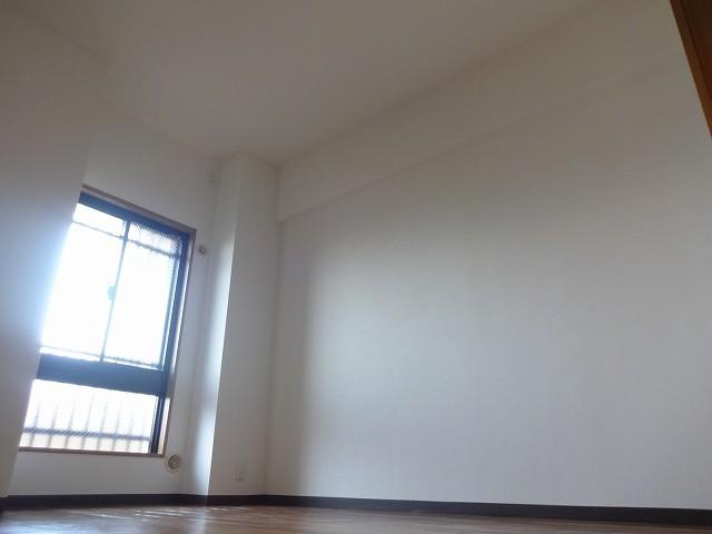 天井が高くお部屋が広く感じられますよ。