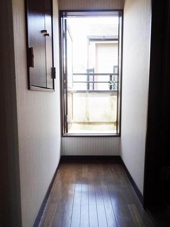 廊下からバルコニーに出入りできてとても便利