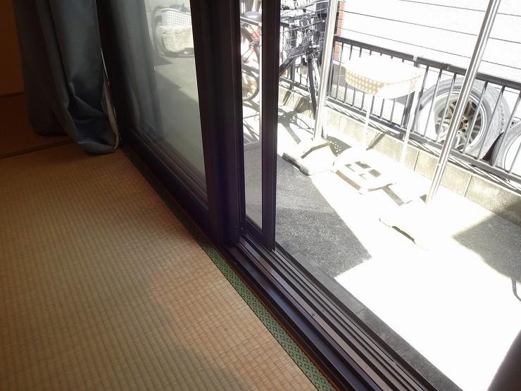 和室前には濡れ縁も設置できるスペースがございます。日当たりも良好。