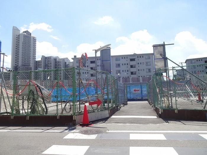 駅 イオンへは一直線で行けますよ。自転車も通行できます。