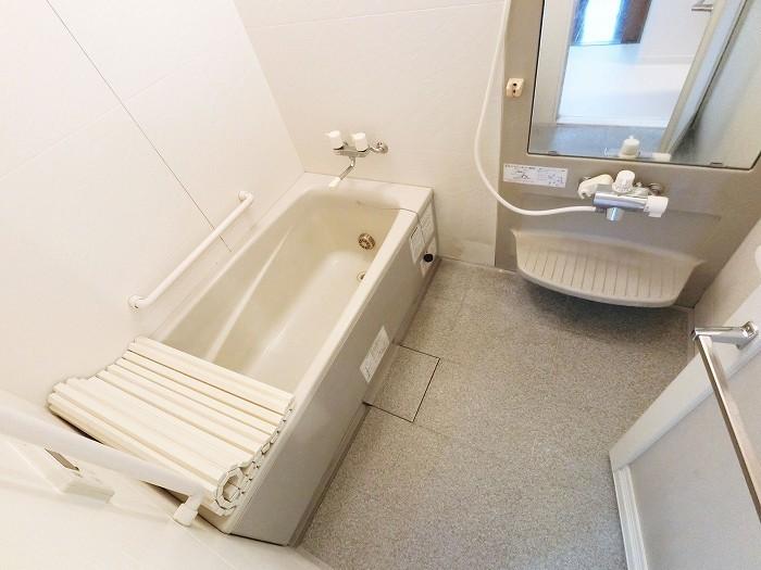 浴室乾燥暖房機付きで雨の日も安心。冬場はポカポカで入浴できますよ。