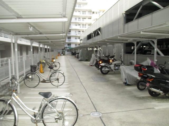 停め易い自転車置き場はお子さんでも大丈夫で安全です。