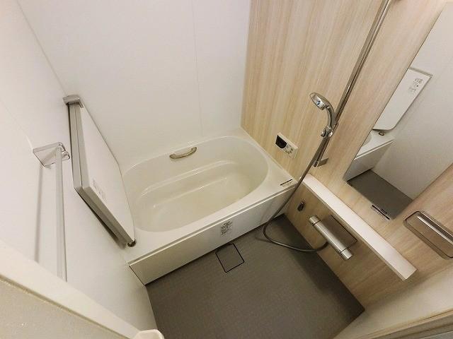 お風呂は1年前に交換 暖かい保温浴槽です