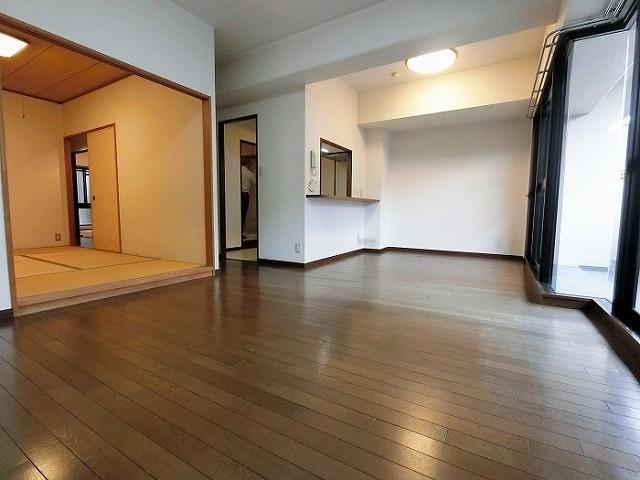 ゆったりした広さで家具の配置もラクラク