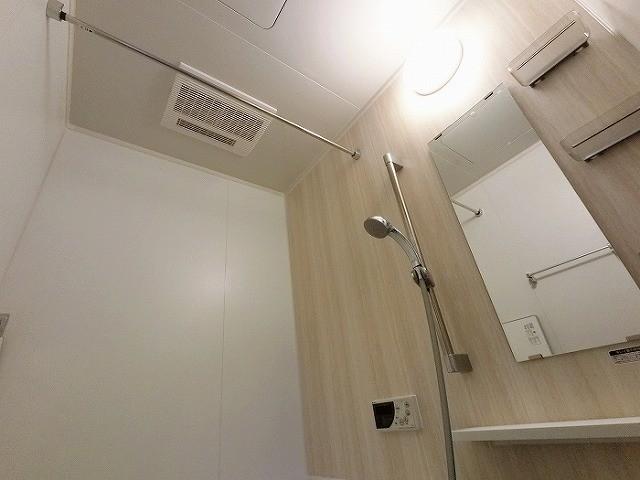 浴室暖房乾燥機付で冬は快適 夏は送風で快適。お洗濯物もしっかり乾きます