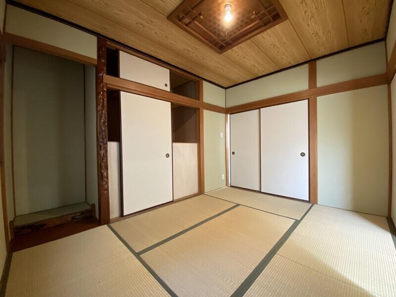 お布団派の方には嬉しい和室。新しい畳の香りが落ち着きますね。