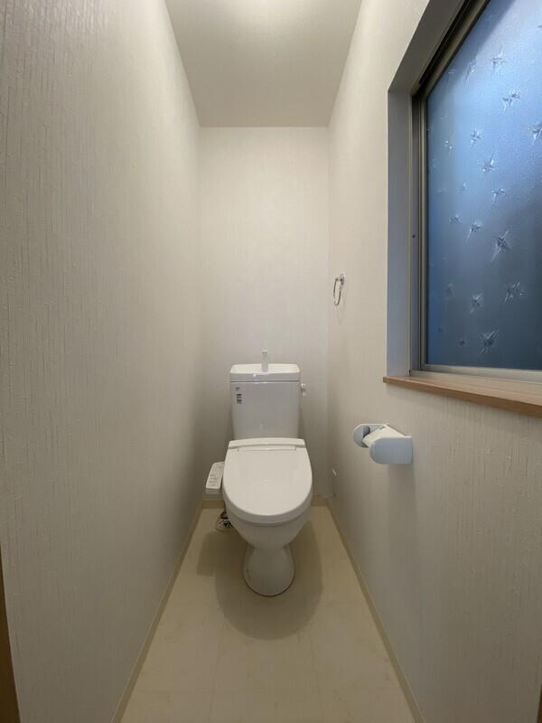トイレは白を基調としました。