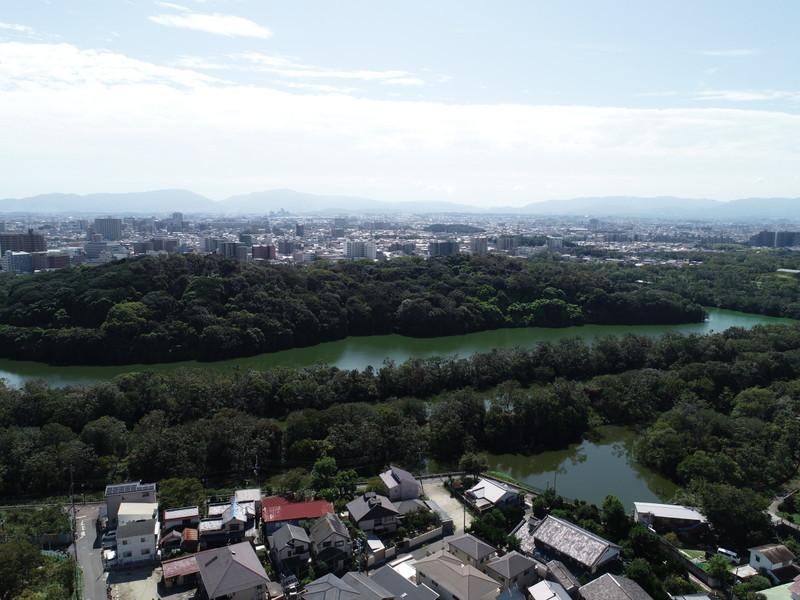ドローン撮影:上空80m 東側には仁徳天皇陵が広がっております。