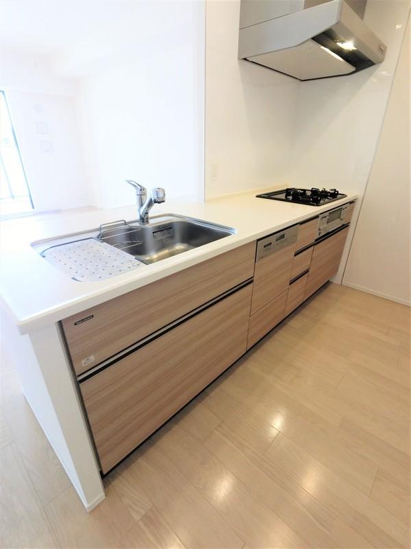 キッチンにはもちろん食洗器が付いています。