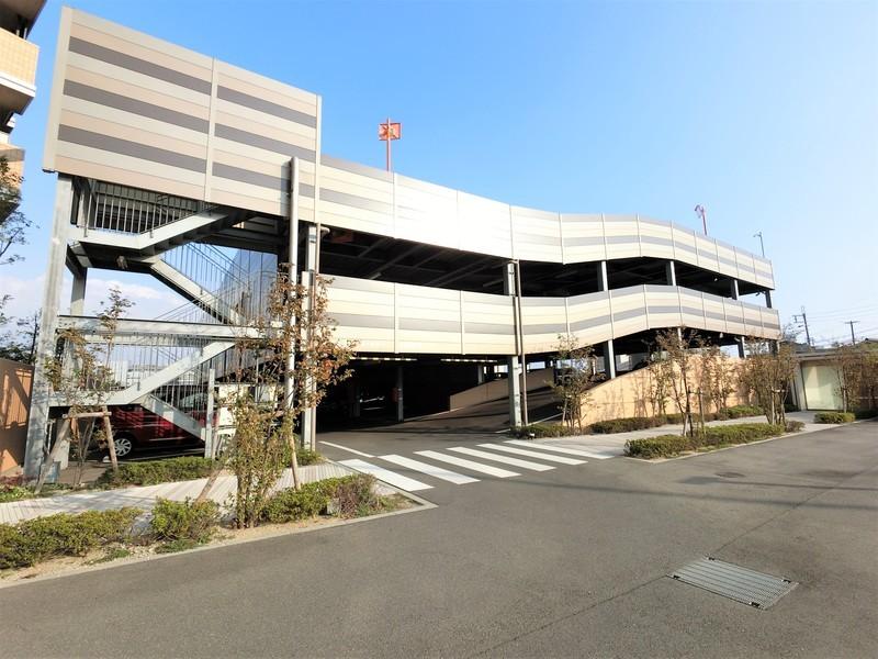 立体駐車場です。自走式駐車場なので、お車の出し入れも便利ですね。車高の制限が少なくて嬉しいですね。