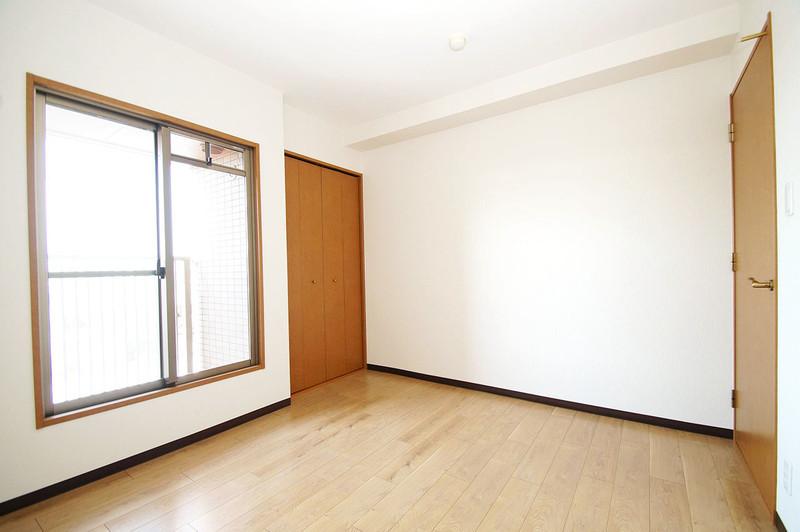 大きな窓があって、明るい室内