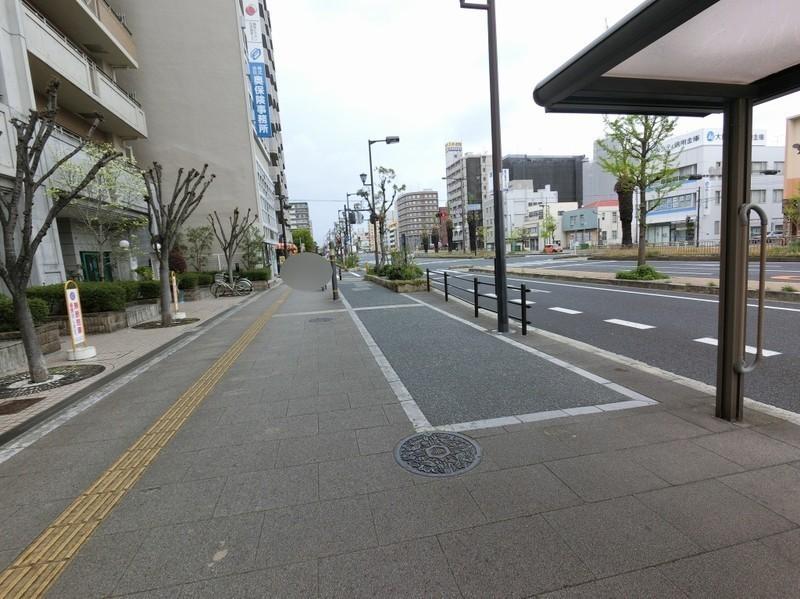 南海バス「川尻」バス停が目の前です。