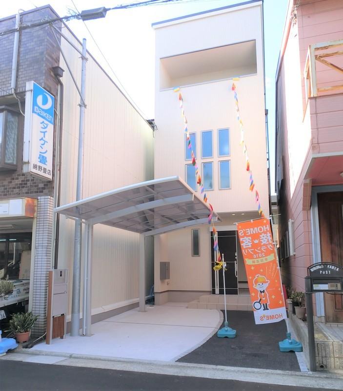堺東駅まで徒歩12分の新築ですよ。駐車スペースも2台分ございます。お値段据え置きでカーポートも付きました。