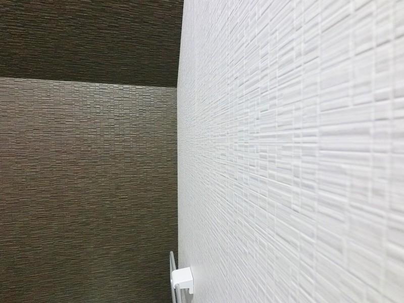 1Fトイレのクロスです。室内のイメージと揃えられていますね。