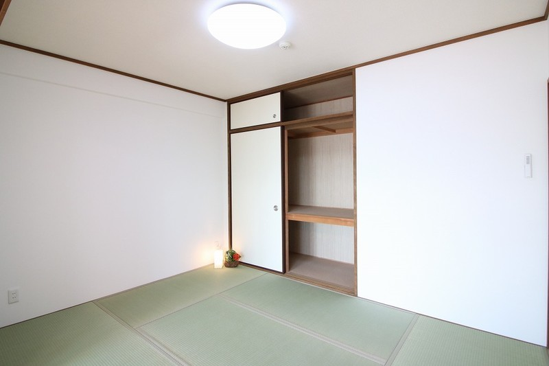 フルリフォーム済みです。家具・小物・カーテン・照明も付いていますよ。