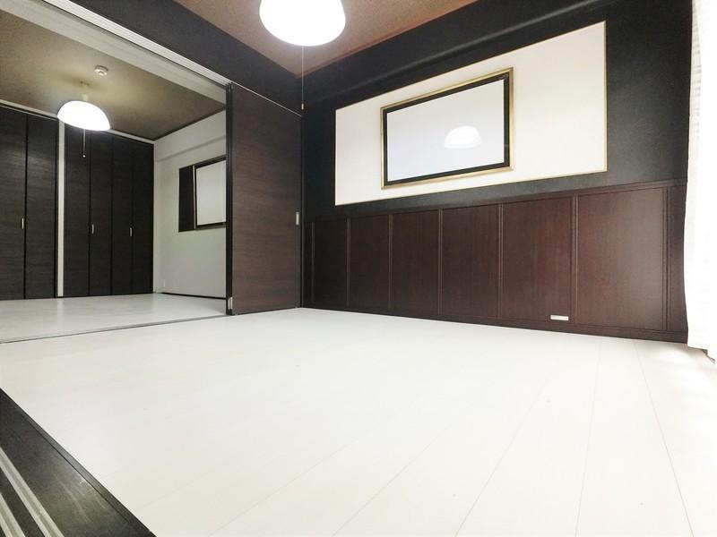 白と黒を基調にした室内となっております。