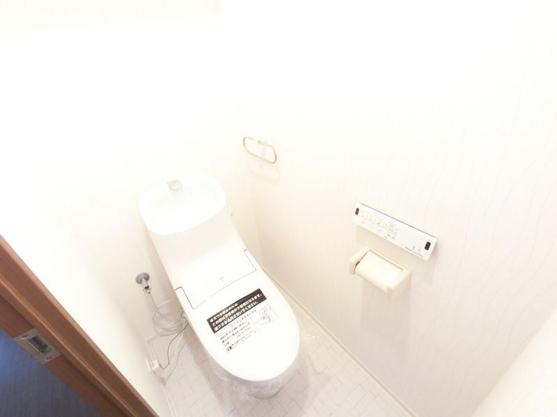 衛生面を考えて、トイレ一式を入替えました。
