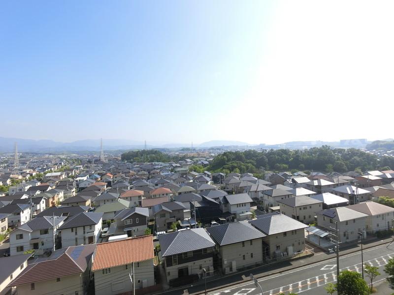 バルコニーからの眺望は良好です天気の良い日には、関空も見えるかも?