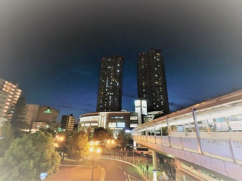 堺市駅から見たマンション全景。帰りが遅くなっても帰り道の心配も減りますね。