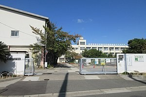 福泉上小学校まで徒歩10分です。