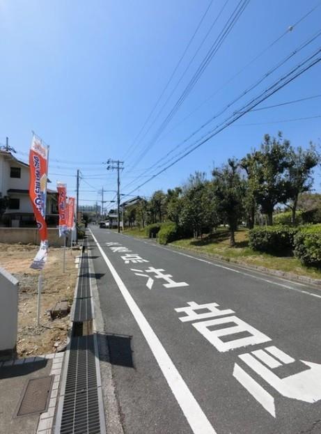 前面道路は公道約6Mです。