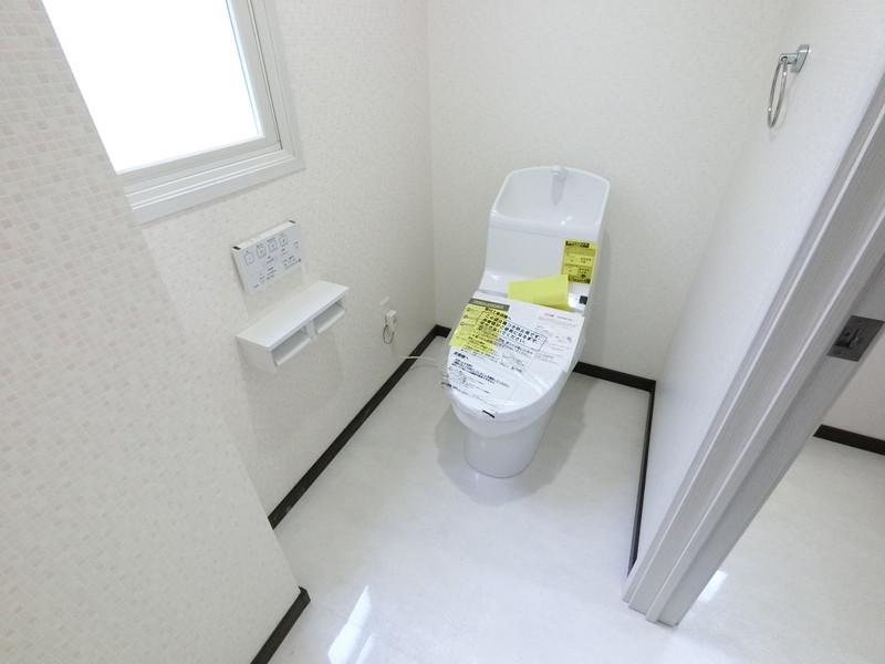 1階バリアフリーなトイレは、広くとってありますので介護の場合も安心ですね