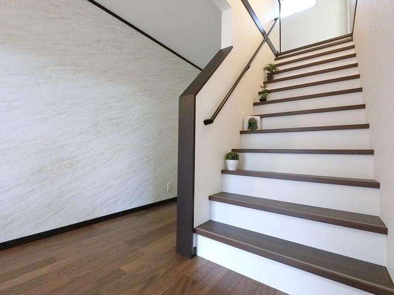 幅広の階段は上りやすいんです