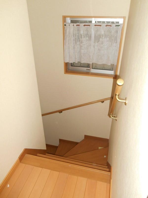 勿論階段にも手摺り設置されています